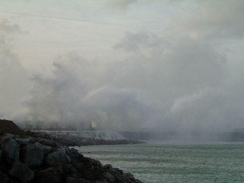 La digue Carnot attaquée par les vagues