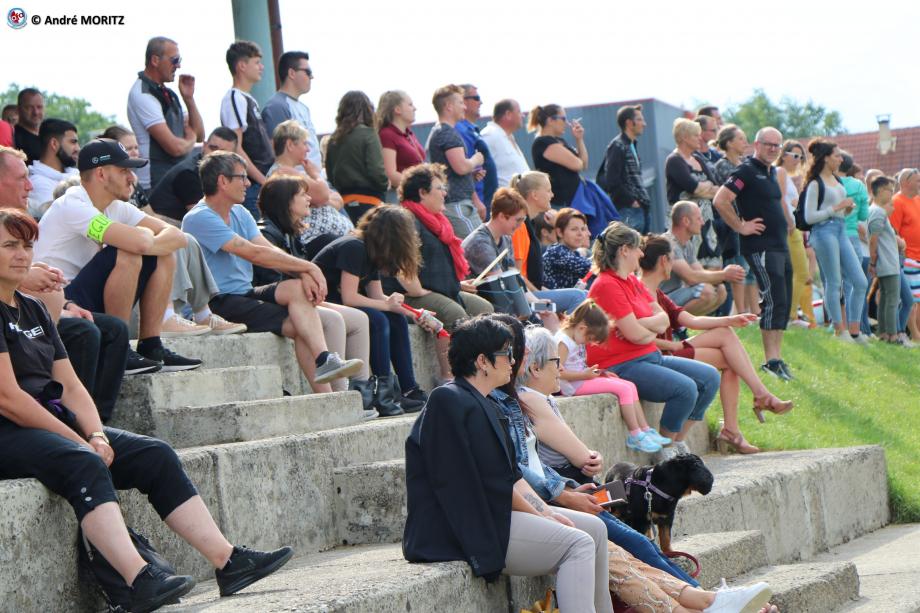 Sur les gradins de Guewenheim, un public attentif