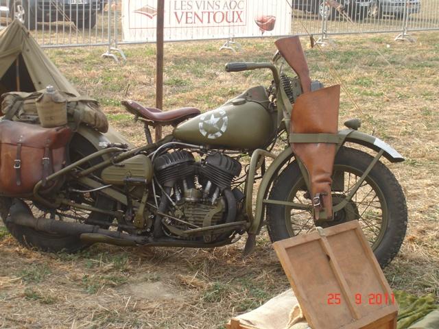 4 1945 Moto Harley.JPG