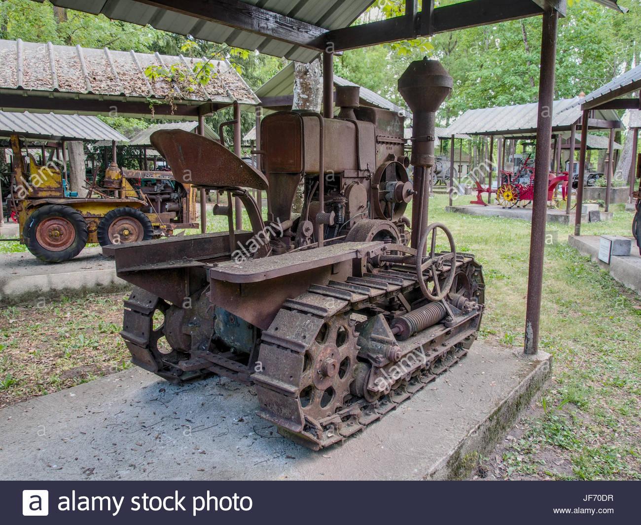 1933-tracteur-chenille-hsc-le-robuste.jpg
