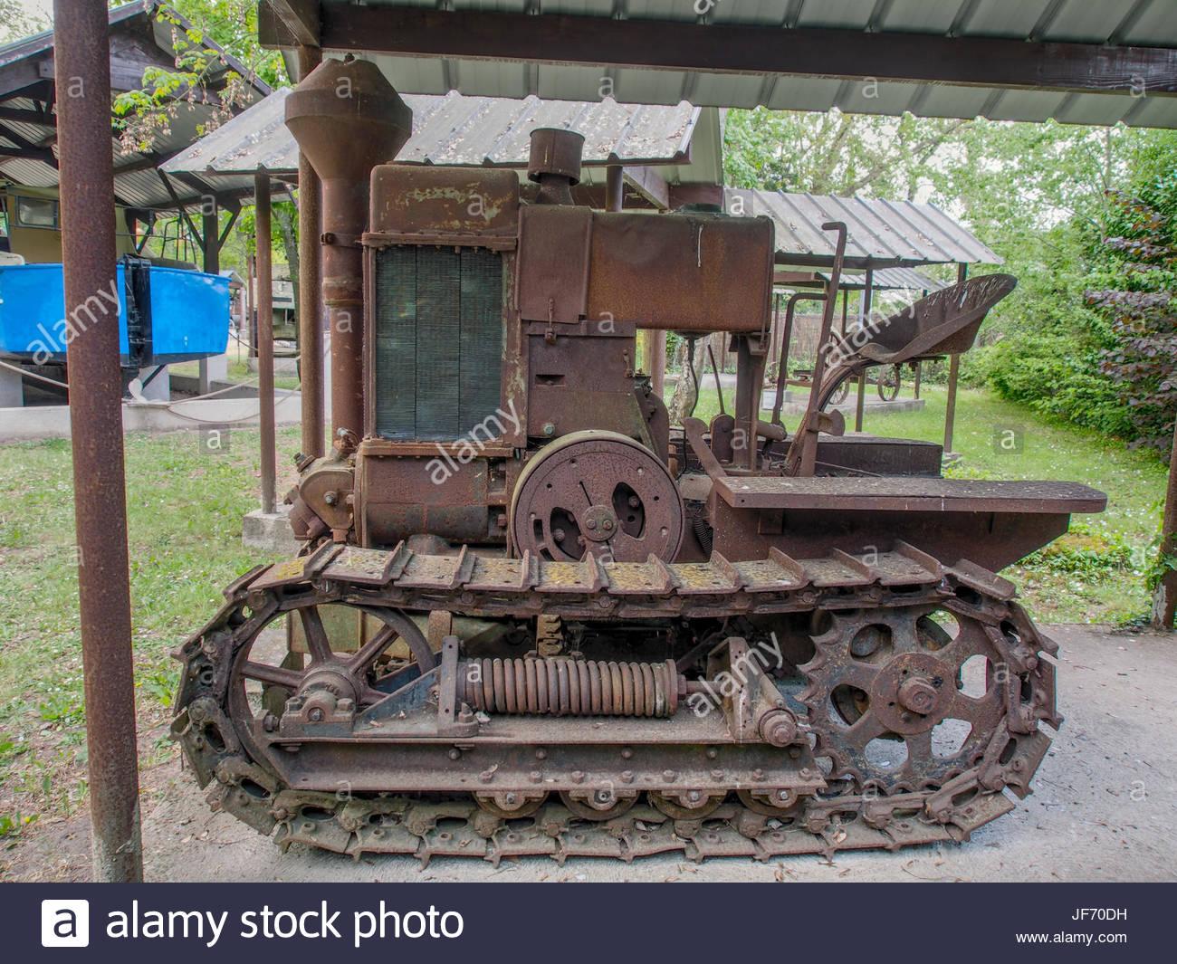 1933-tracteur-chenille-hsc-le-robuste-.jpg