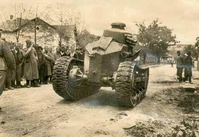 1917 R FT 17.jpg