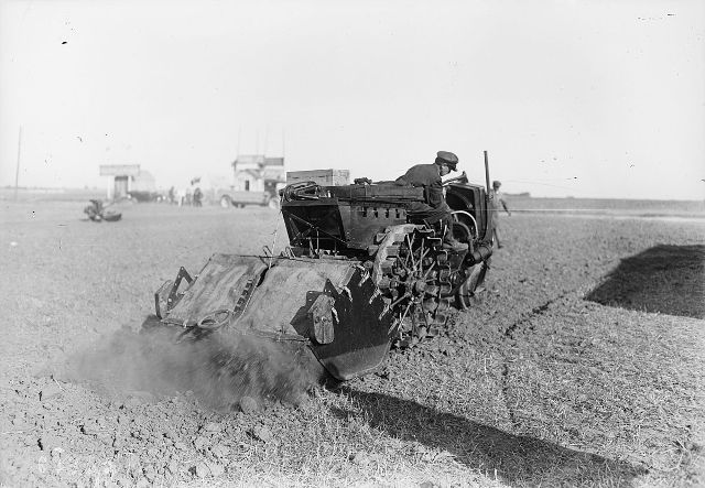 1920 Tracteur_Somua_1920.jpg