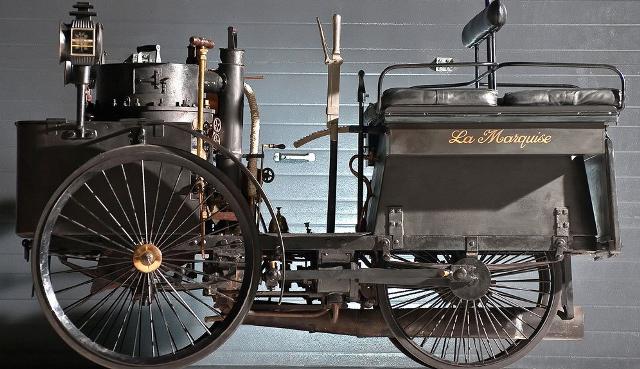 1898 la marquise 1er voiture monde qui fonctionne encore.png