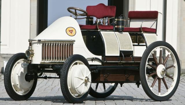 1902 lohner porshe 1er voit hyb du monde.png
