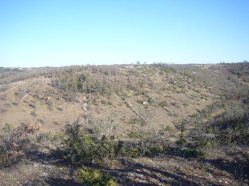 Murs de pierre délimitant des terrains sur le plateau au-dessus de Cahors