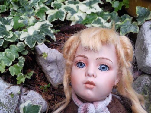 Je suis Nicole,une reproduction d'une poupée Bru,