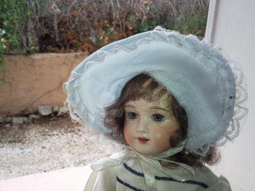 En visite dans cette douce maison remplie de poupées!