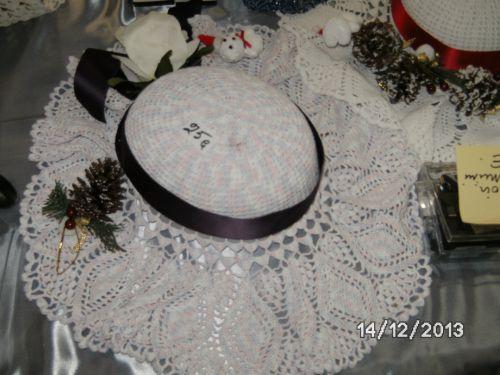 milieu de table sous forme de capeline au crochet