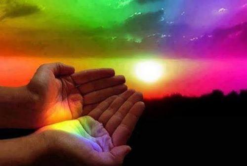 main et lumière.jpg