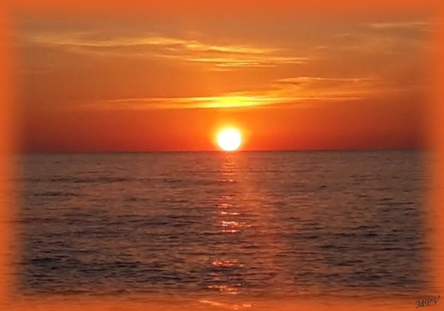 coucher de soleil sur la mer.jpg