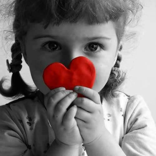 fillette et coeur.jpg
