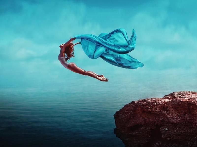 Femme qui saute du haut d'une falaise.jpg