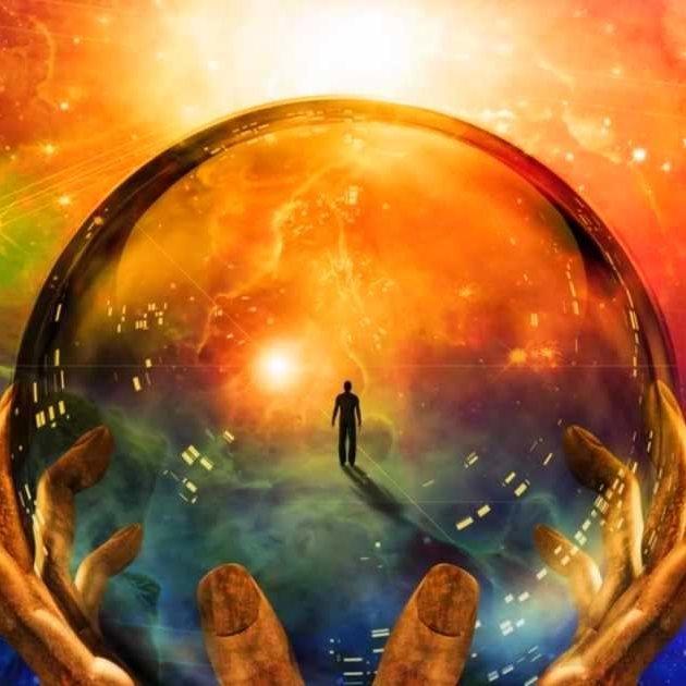 mains qui tiennent une planète avec un homme à l'intérieur.jpg