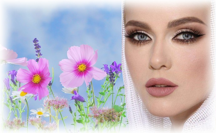 femme dans les fleurs 2.jpg