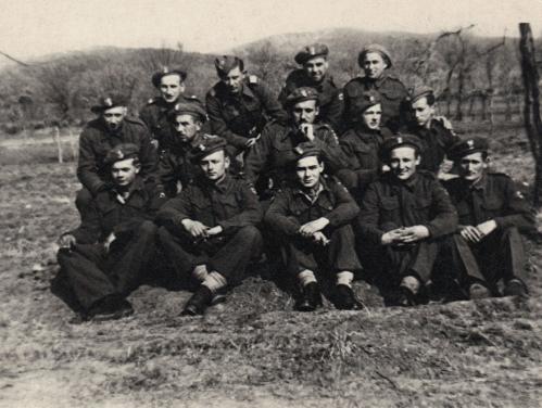 Ph 1 - Officiers et sous officiers de la 2éme compagnie10ème bataillon4ème brigade5ème division d'infanterie Janvier 1945.JPG