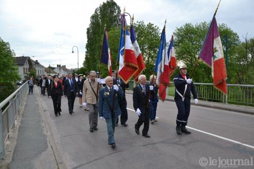 2 les-drapeaux-emmenent-le-defile-guy-lhenry-(clp).jpg