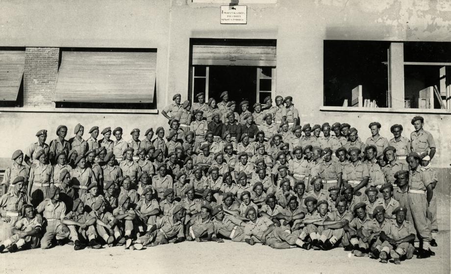Plusieurs photos de groupe en Italie, sans indication d'unité ni de lieu.