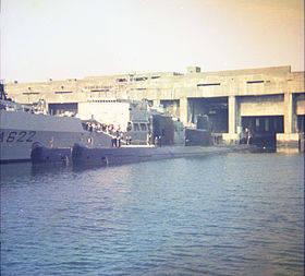 Sous-marins_au_port_de_La_Pallice_(La_Rochelle)_(1).jpg