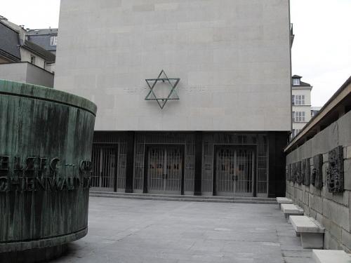 Memorial_de_la_Shoah_cour.jpg