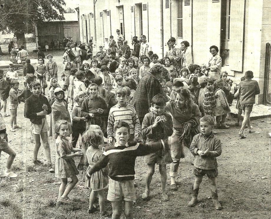 Gardiennage au chateau de Lamballe 1960.jpg
