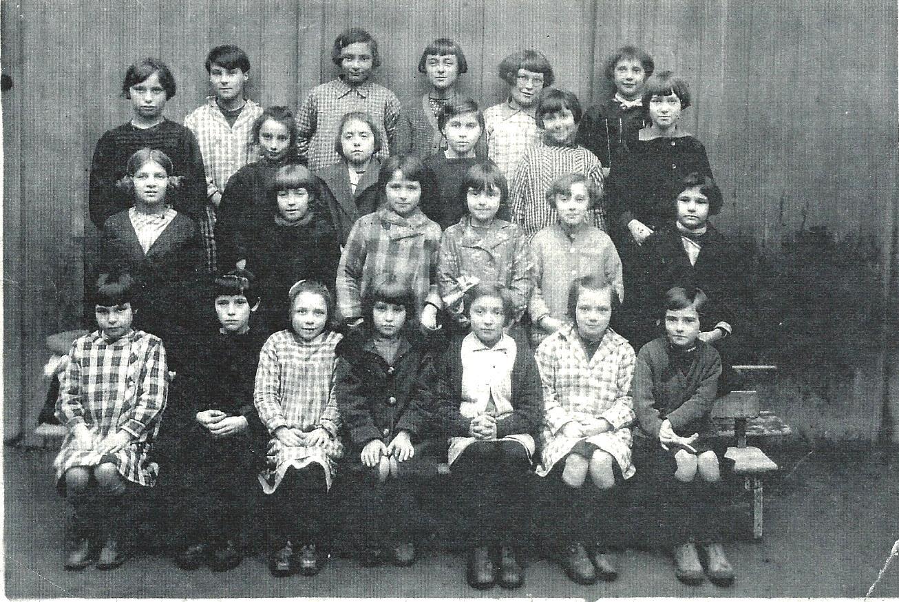 Scan Ecole du Bourg Filles Fleury les aubrais 1929-1930.jpg