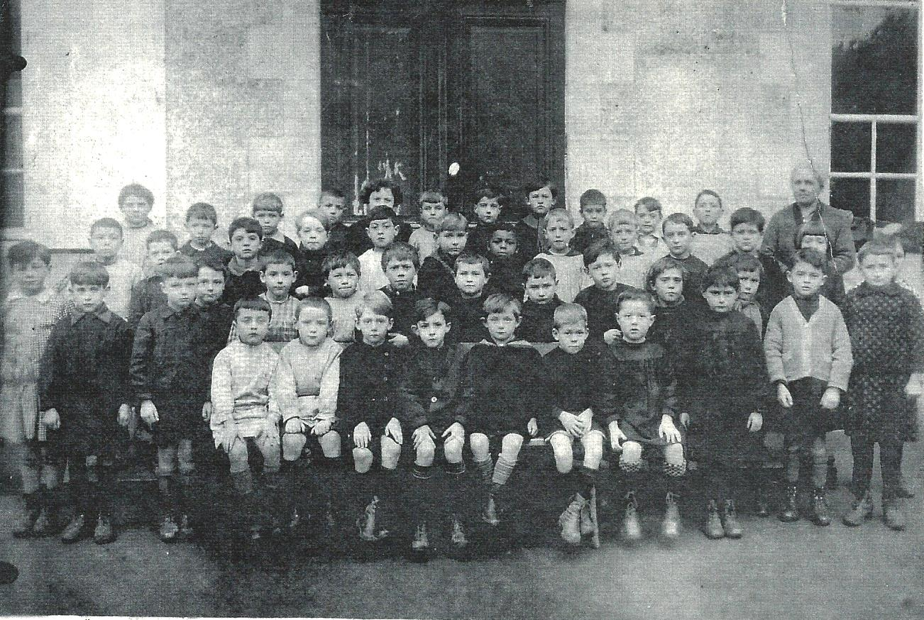 Scan Ecole du Bourg Garçons Fleury les aubrais 1929-1930.jpg