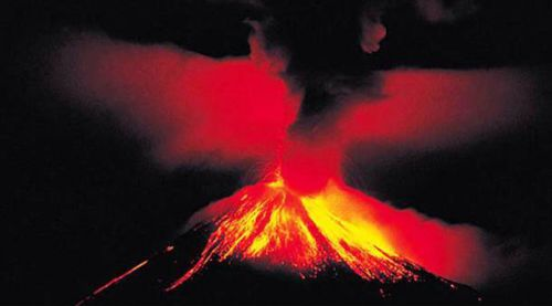 Volcan Tinakula aux îles Salomon