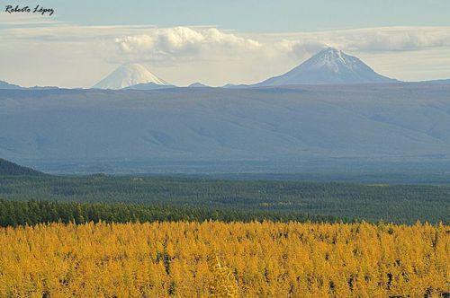 Volcans Kronotsky et Kizimen, Kamchatka, Russie.