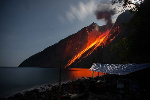 Volcan Batutara, Iles Flores en Indonésie en 2014.