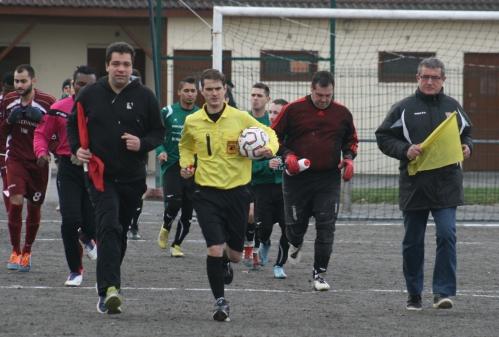Roussillon-Arnac (1) entrée des joueurs.jpg
