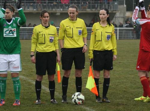 Rodez-St-Etienne (1) les arbitres.jpg