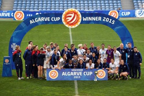 France-Etats-Unis - 11-03-2015 (1) USA avec le trophée.jpg