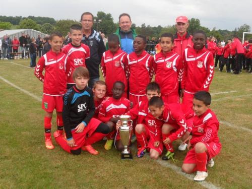 Limoges FC 1 avec le trophée.jpg