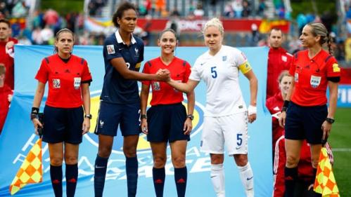 FRANCE - France-Angleterre - 9-06-2015 - les arbitres et les capitaines.jpg