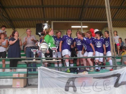 Championnat à 8 - Sud Est Creuse avec le trophée.jpg
