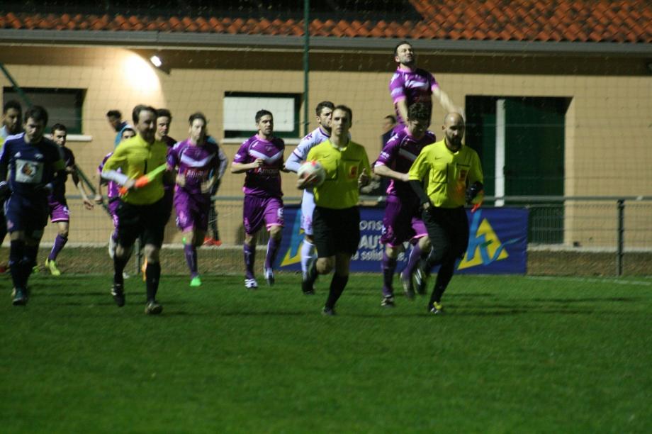 Aixe-Poitiers (1) entrée des joueurs.jpg