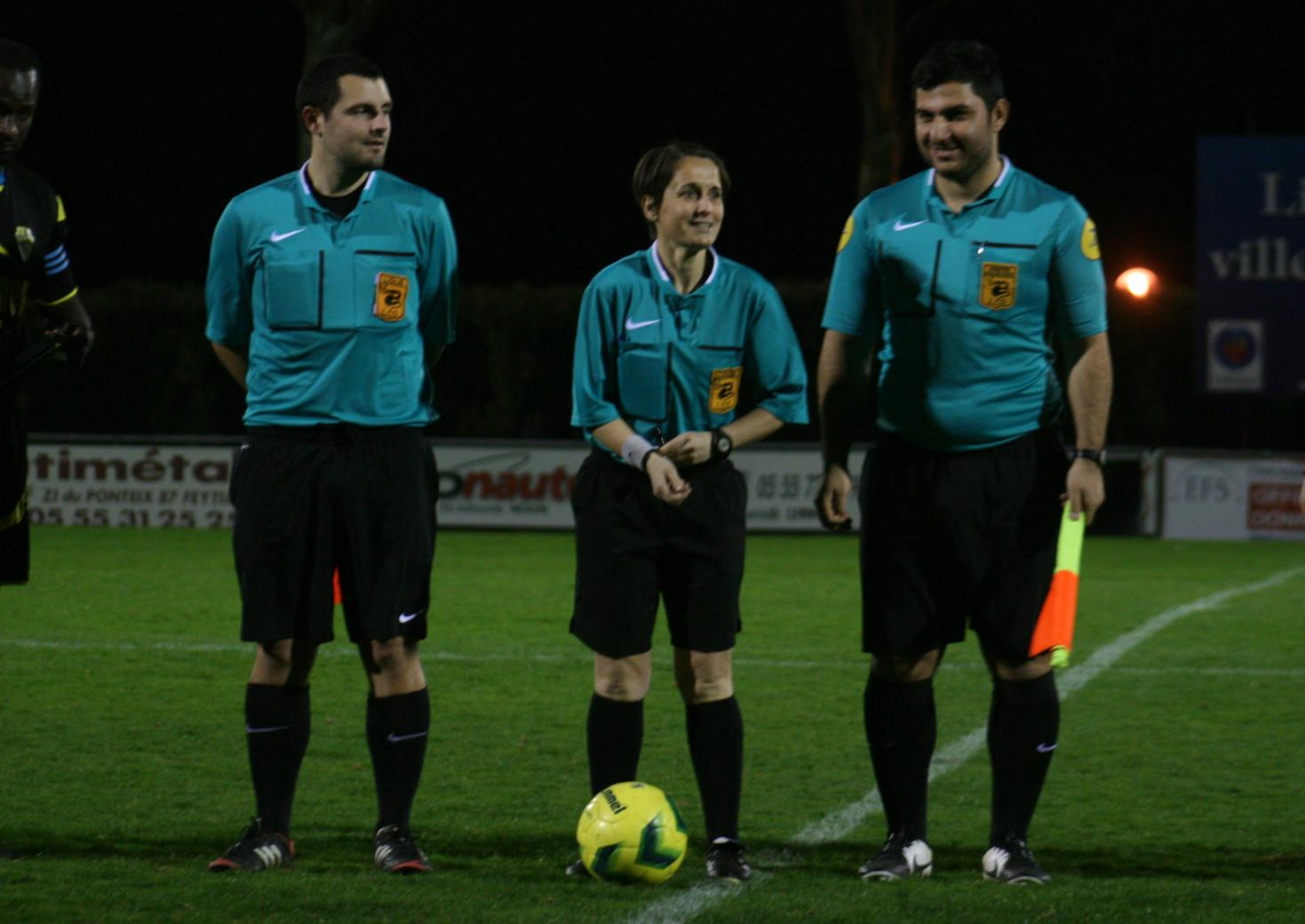 Limoges-Soyaux (1) les arbitres.jpg