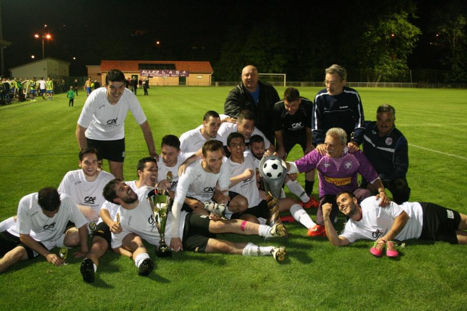 Coupe HV (23) Aixe avec les trophées.jpg