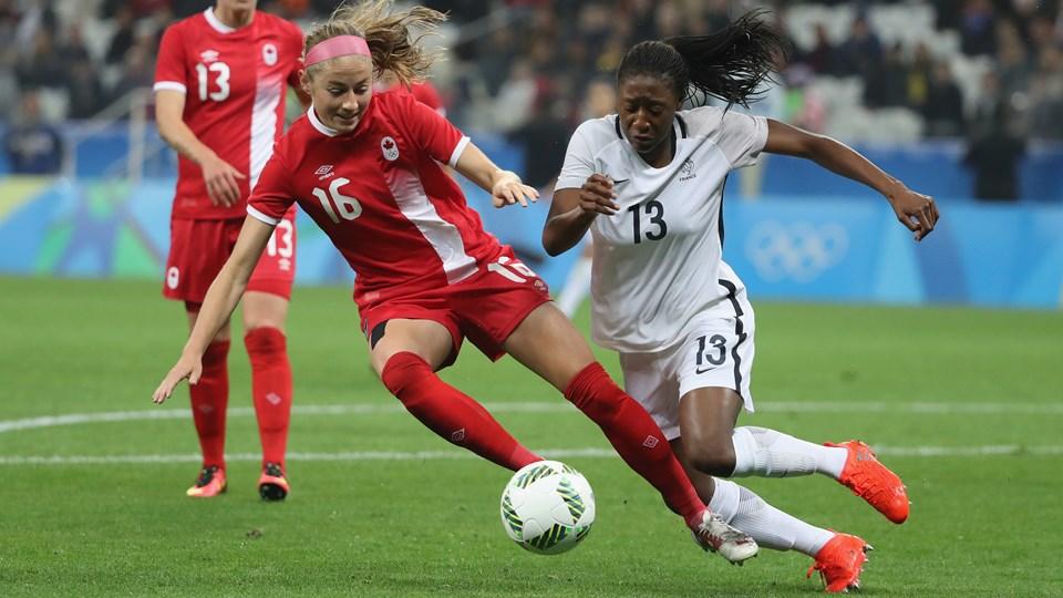 France-Canada 12-08-2016 (3) Janine Beckie et Diani.jpg
