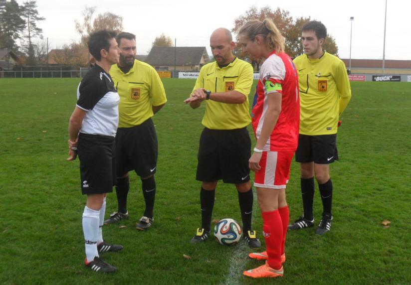 Landouge-Poitiers (1) les arbitres et les capitaines.jpg