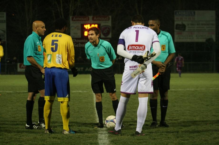 Aixe-Guérêt (1) les arbitres et les capitaines.jpg