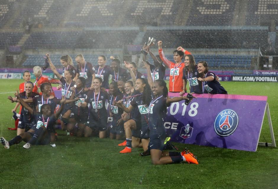 Paris pose avec les trophées