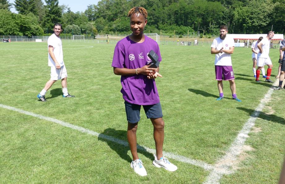 Abdoulaye Cama avec sa récompense