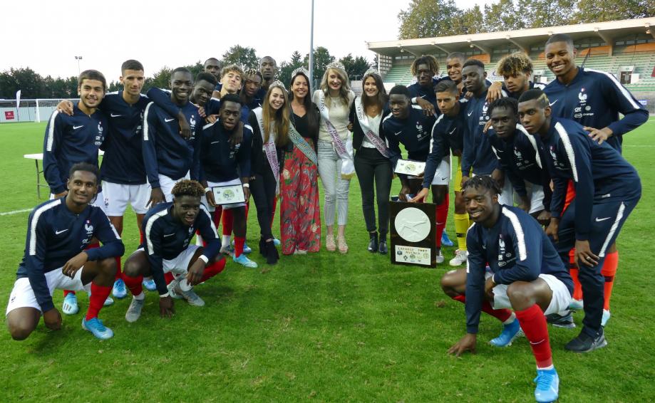France avec son trophée