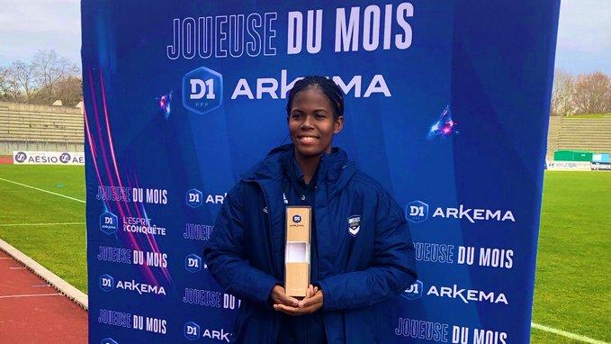 Khadija Shaw avec son trophée