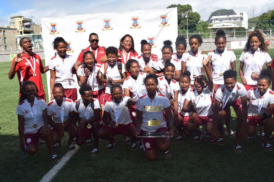 MADAGASCAR avec le trophée