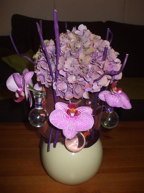 vase boule d'hortensias