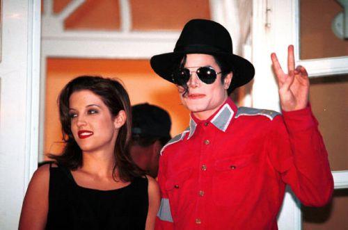 Michael Jackson et Lisa Marie Presley font un coucou à leur fan