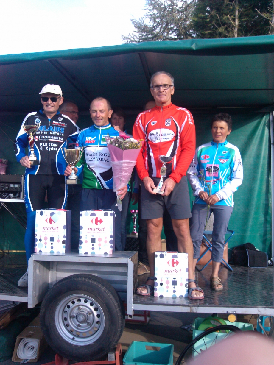 PODIUM-VELO-BREAL-MONTFORT(2).jpg